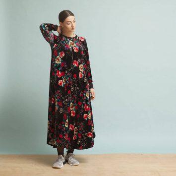 שמלת קטיפה בבושקה | שחור