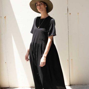 שמלת רוח שחורה מידי שרוול קצר