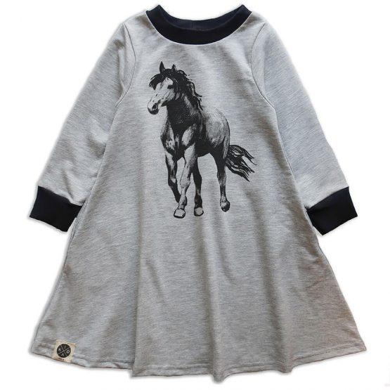 שמלת חורף סוס
