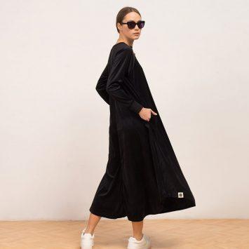 שמלת קטיפה שחורה ספורטיבית-רומנטית🖤